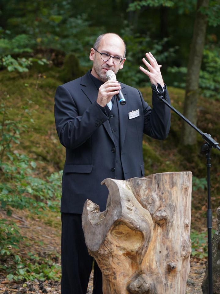 Trauerredner Ronald de Schutter im Ruheforst Kaiserslautern