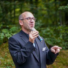 Ronald de Schutter bei seinem Vortrag im Ruheforst: Bestattungsfürsorge