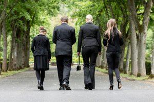 Weg zur Beerdigung