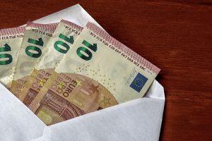 Geld in Trauerkarte